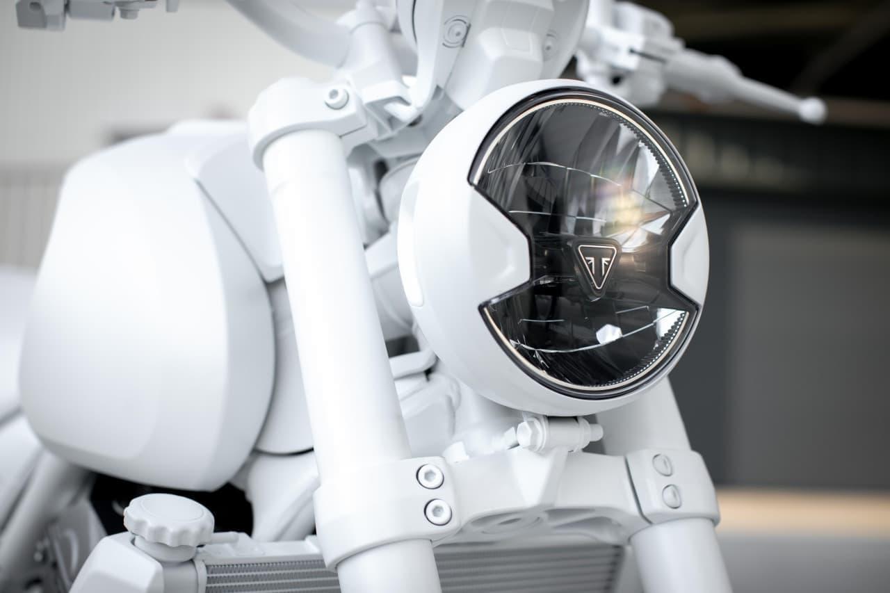 トライアンフがミドルクラスロードスター新型「TRIDENT」デザインプロトタイプ発表