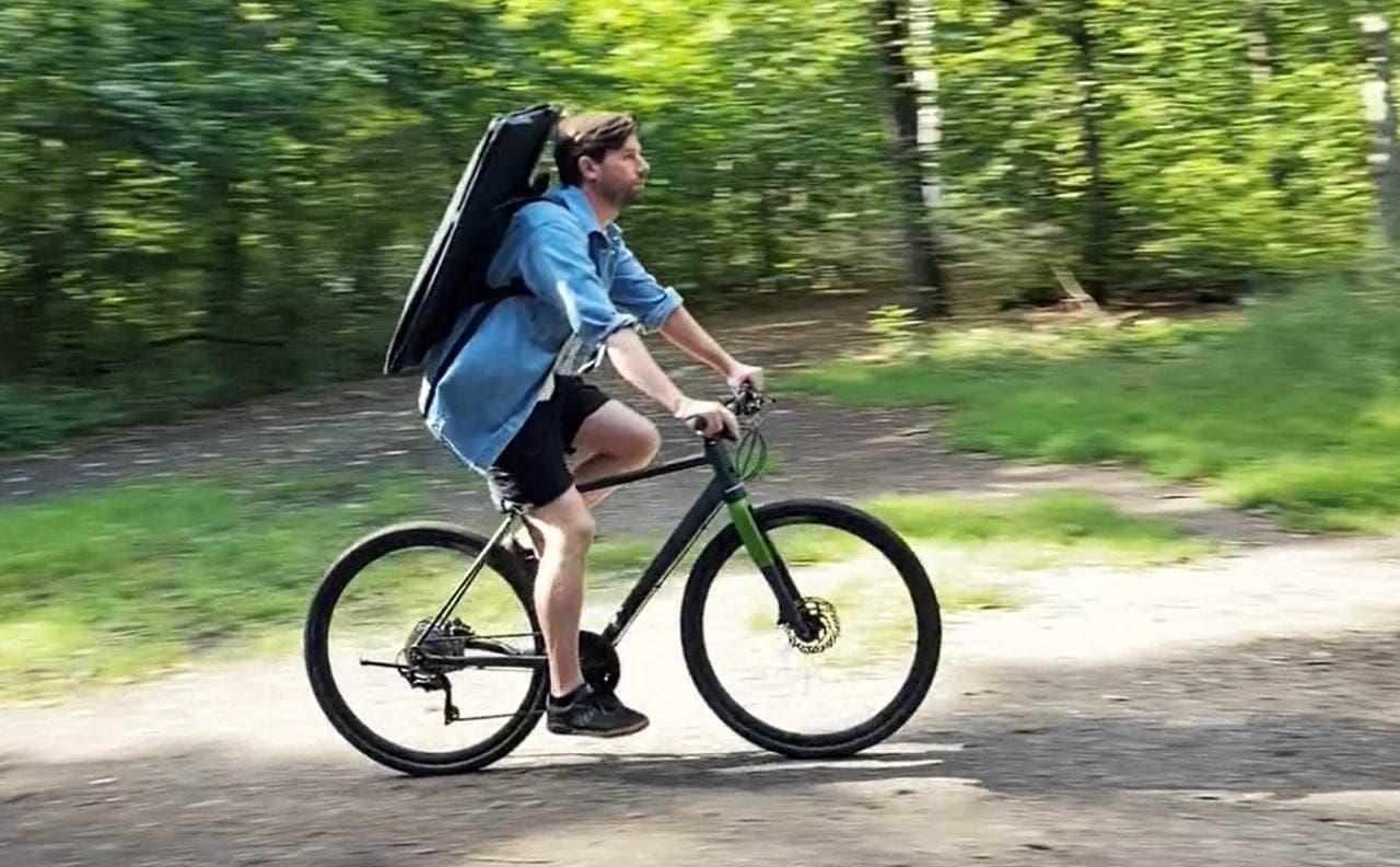 自転車で運べるカヤック「CLR Kayak」 - 重さ6kgでバックパックのように背負える