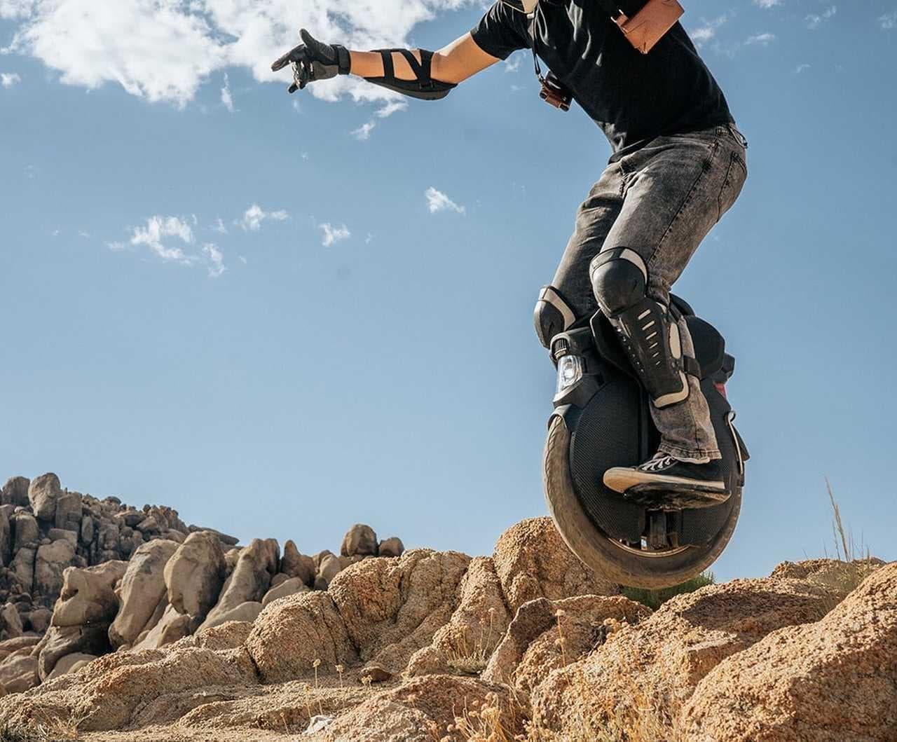 オフロードを走れる電動一輪車InMotion「V11」