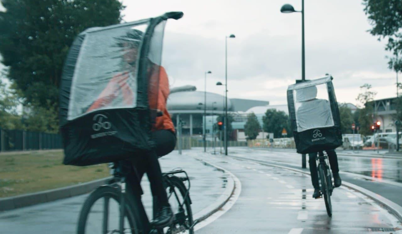 雨が降ってきたら10秒で自転車用ルーフに フロントバッグとしても使える「BikerTop」