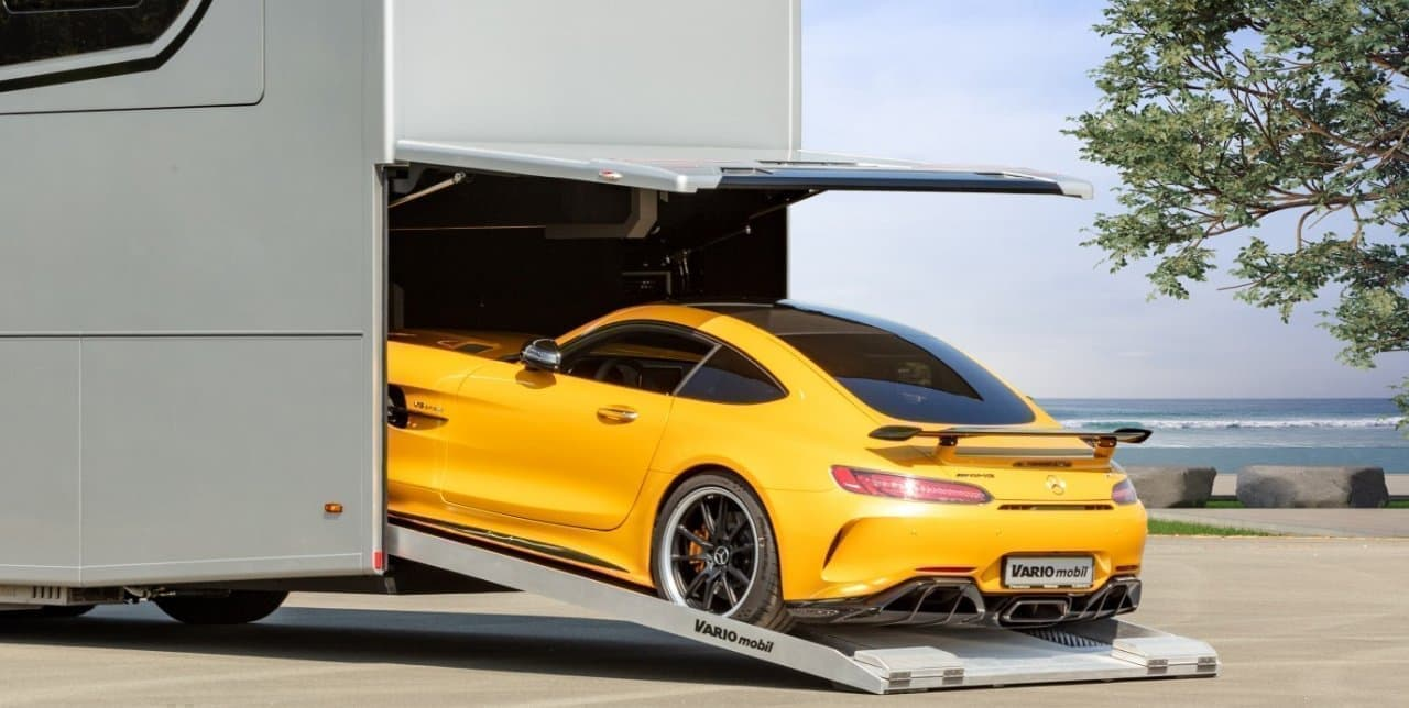 メルセデスにメルセデスを載せて♪ ガレージ付きのキャンピングカー Vario「Perfect 1200 Platinum」