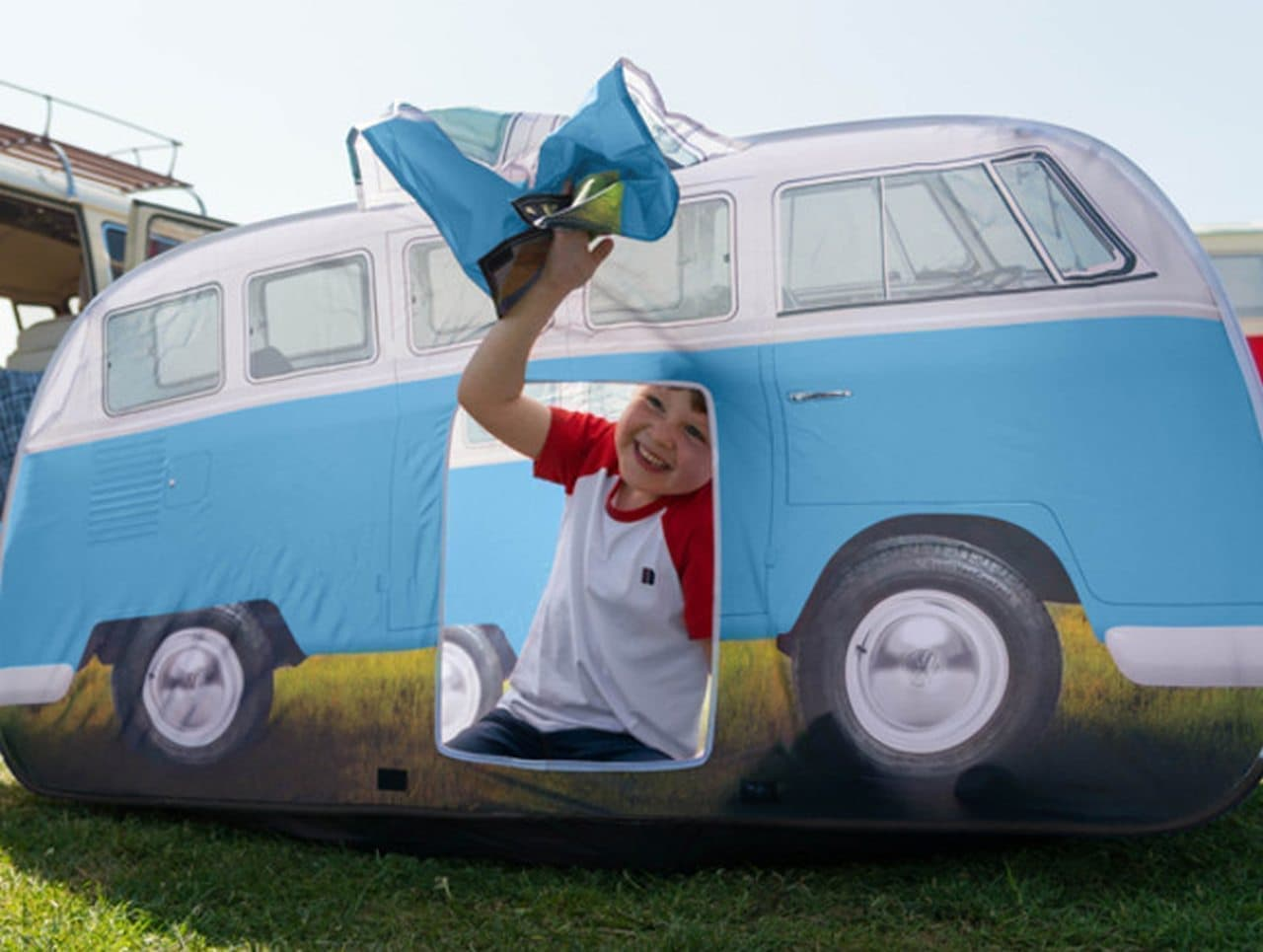 フォルクスワーゲンバス型の子ども用テント「T1バス キッズテント」日本販売開始
