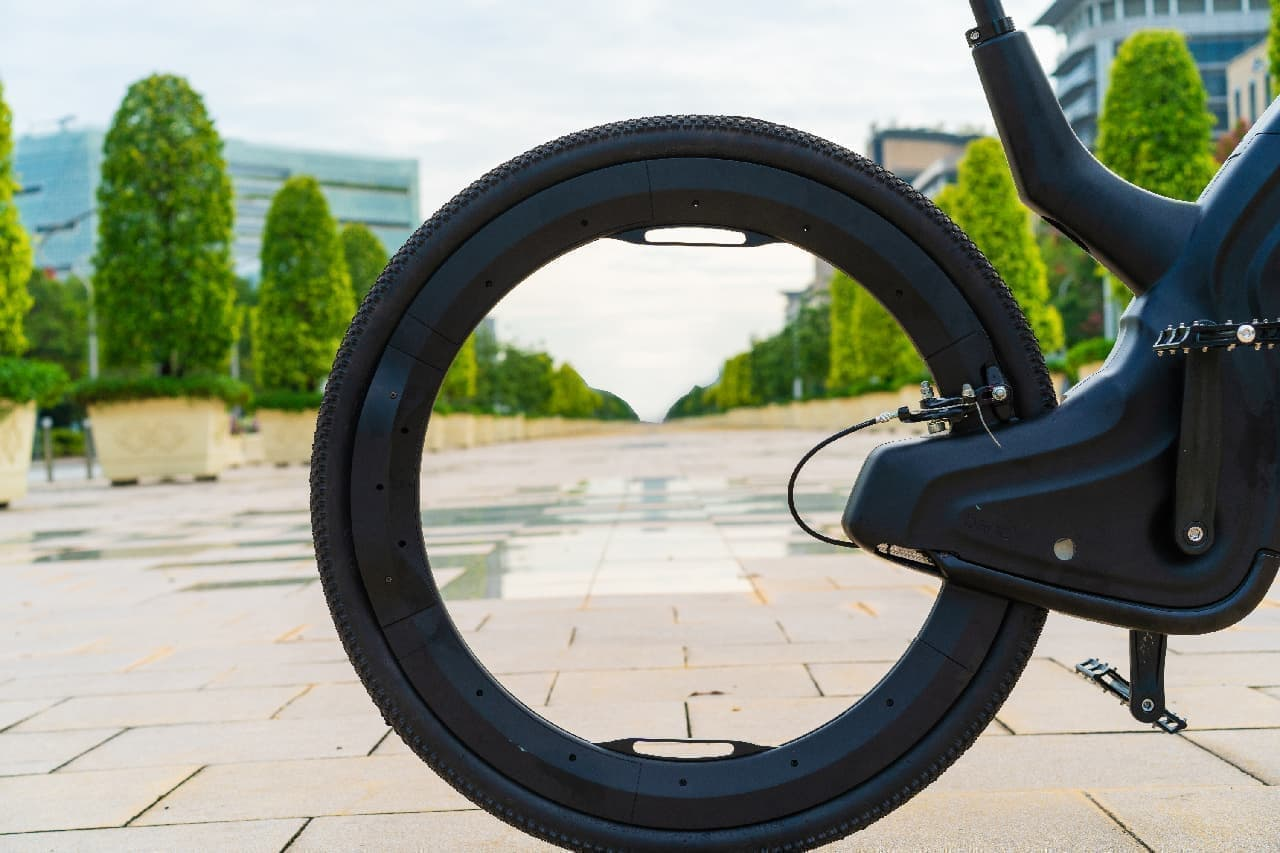 ハブレス、ホイールレスの自転車Reevo