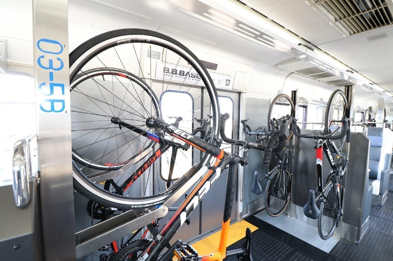 サイクリストのための列車「B.B.BASE」がJR佐倉駅に停車