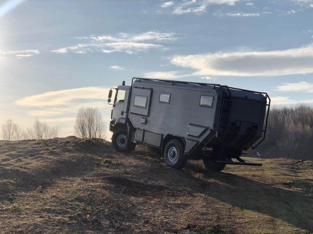 キャンプにもテレワークにも便利なキャンピングカー「Otag 600」