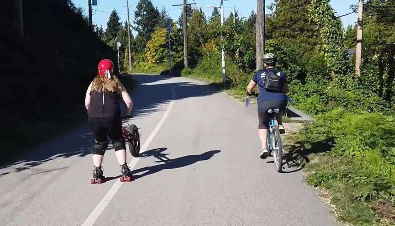 ローラースケートで通勤したい!でも途中に坂がある…そんな人向けの「Veelo」