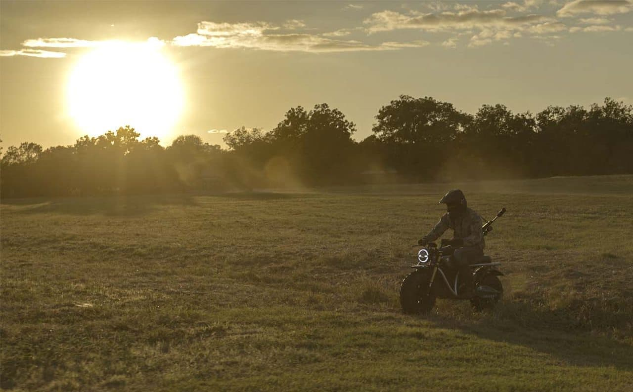 0-60mph(96km/h)加速6秒!電動オフロードバイクVOLCON「GRUNT」