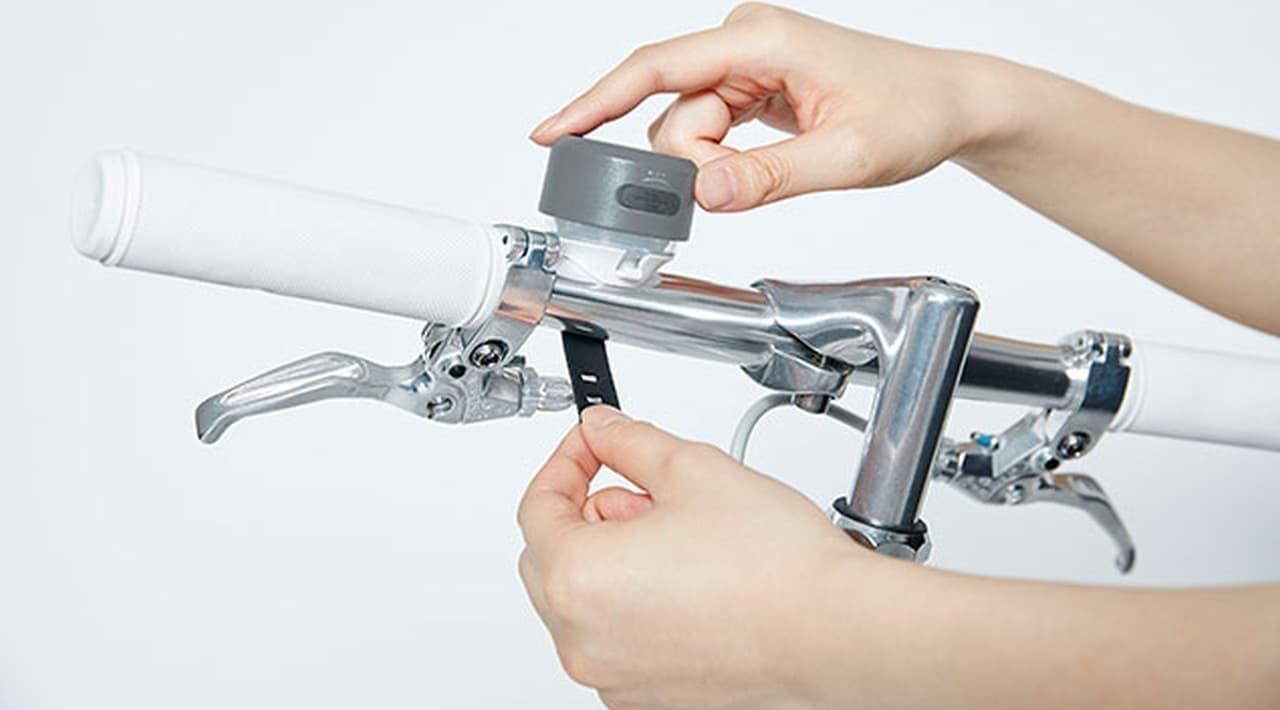 また、スイッチはデザインに影響を与えないようにタッチセンサーを採用し、いつも持ち運びたくなるようなルックスを実現した。