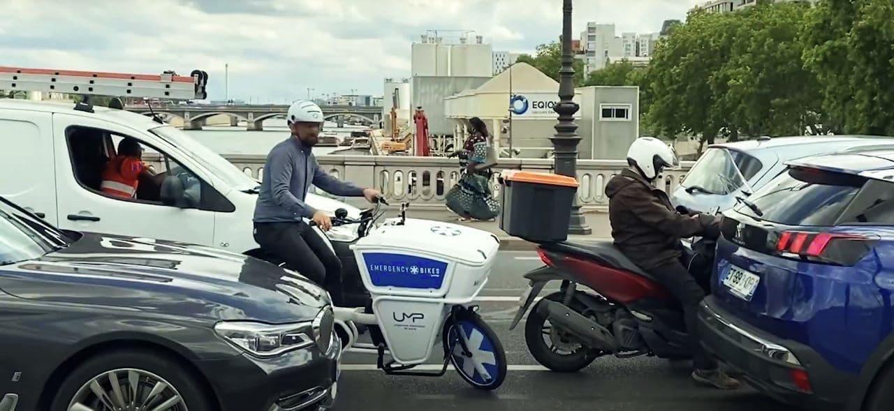 救急自転車がパリに登場!渋滞をすり抜けて患者のもとに駆け付ける