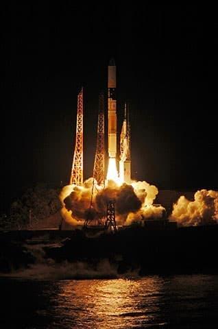 H-IIA ロケット23号機の打ち上げ  (出典:JAXA)