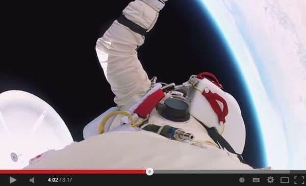 成層圏からスカイダイビング  スカイというか宇宙?  (出典:GoPro)