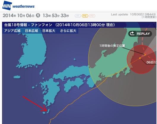 台風18号の進路(オレンジ色の線)  種子島(赤い矢印/編集部が記入)  種子島宇宙センターは種子島の南端近くにある  (出典:ウェザーニューズ)