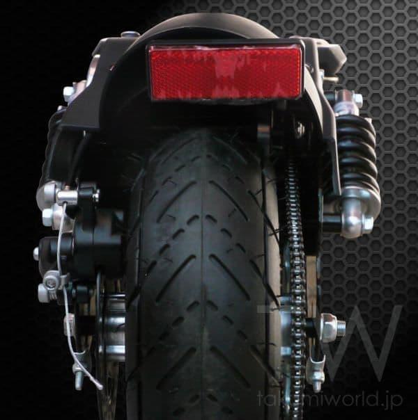 太いタイヤにサスペンション、ディスクブレーキで  高速/悪路走行をサポート  (出典:匠)