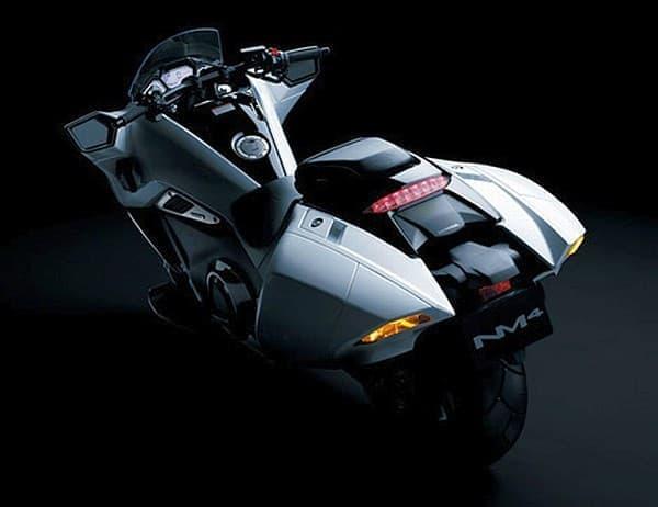 ETC 車載器を標準装備する  「金田バイク」のようなホンダ「NM4-02」