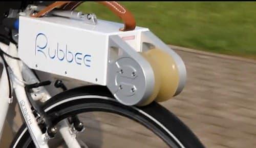 モーターが動力を直接後輪に伝える  原始的だが、これが一番効率が良い?