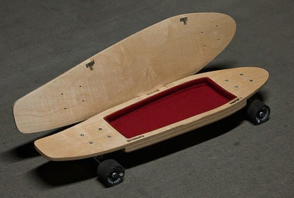 スケートボード内の収納領域