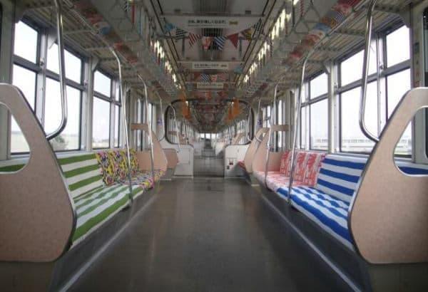 イケアのカラフルなテキスタイルの座席