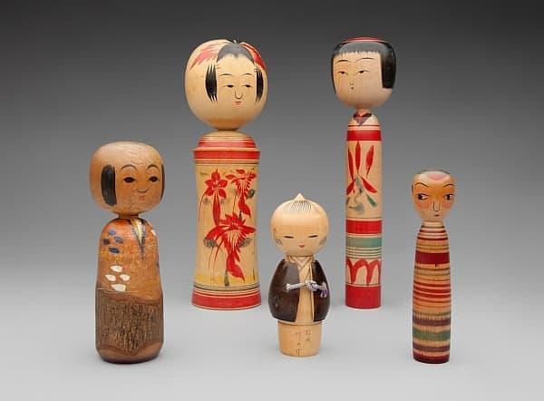 """伝統的な人形""""こけし""""も展示  (出典:SFO Museum)"""