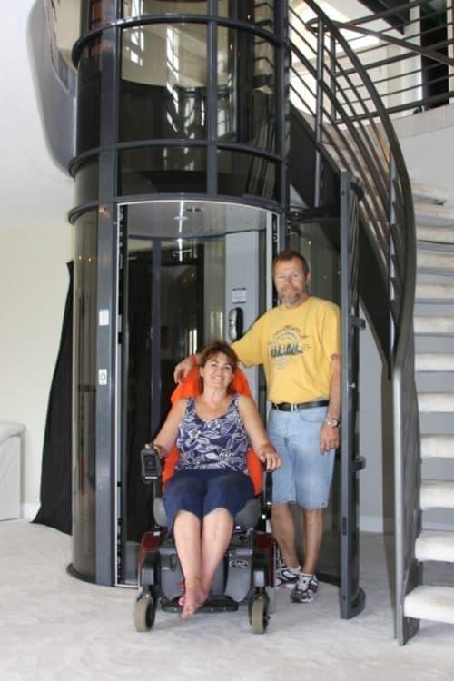 車椅子対応タイプ  サイズが若干大きめに見えます