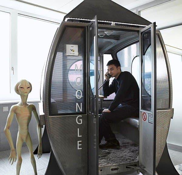 電話部屋のアップ  宇宙人もびっくり?