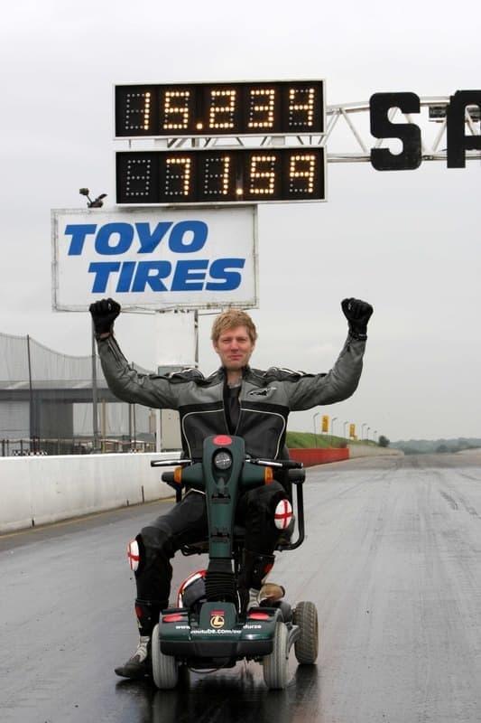 Furze さんはこのスクーターで時速115.1キロを記録!