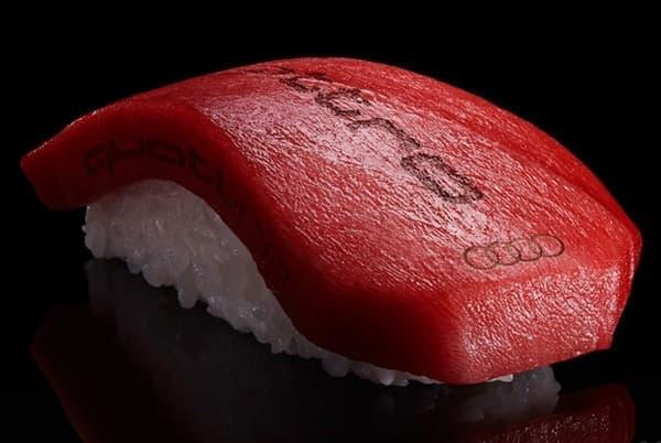 アウディが「フォーリングス」ロゴもそのままに、鮨業界に参入!