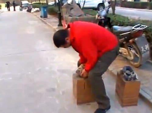 片方の靴だけでも重さは200kg!