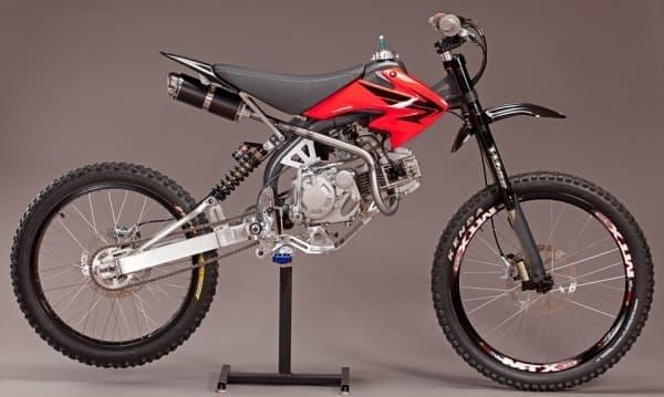 Honda のエンジンと中古マウンテンバイクの部品で組み立てるキット「MOTOPED」