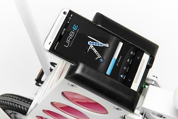 スマートフォン充電機能も持つ