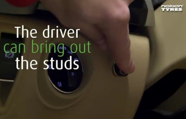 利用者が車内のボタンを押すと