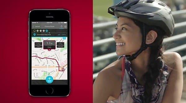 目的地までのコースは、スマートフォンアプリで設定