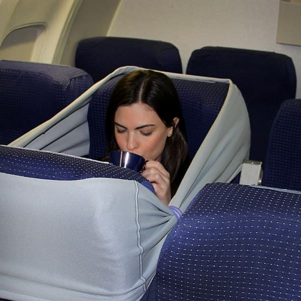 隣の人に邪魔されない、快適な旅を可能にします (出典:designboom)