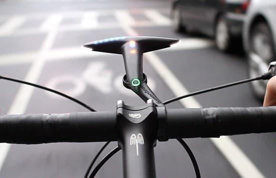 「ハンマーヘッド」はスマートフォンアプリからの情報をサイクリストに提供する
