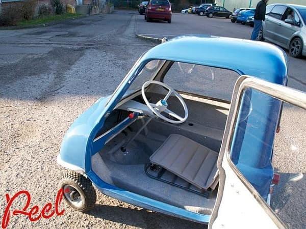 「Peel P50」車内  シート、低っ!