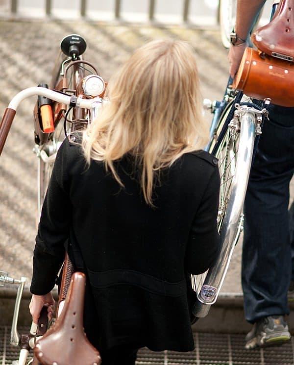 米国の自転車通勤者にとって、「Bicycle Frame Handle」は福音となっています