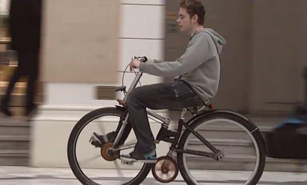 前輪と後輪の間にジョッキーホイールを装着すると、さらにトラクションを増加できる