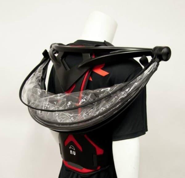 「Nubrella」は、バックパックのように背中に背負う傘