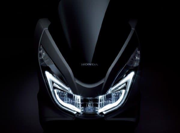 ヘッドライトには LED を採用