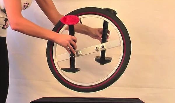「Lunicycle」のタイヤは楕円形