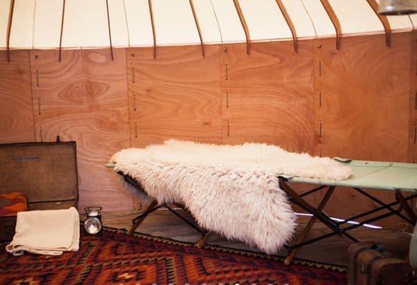 「Jero」は中央アジアの伝統的な移動式住居を、現代風にアレンジしたテント