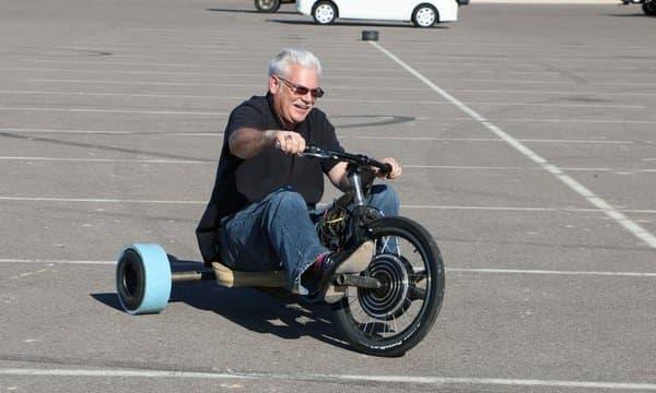 電動タイプの「Verrado」なら、平地で安全にドリフトを楽しめます  おじいちゃんも、大喜び