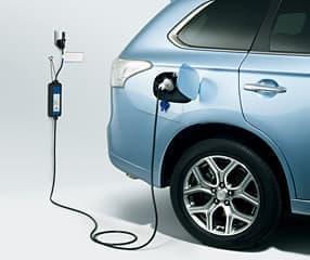 「アウトランダー PHEV」は、自宅で手軽に充電できる