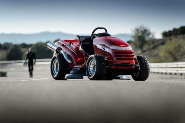 「Mean Mower」製作では、オリジナルの芝刈り機の外観を可能な限り維持した
