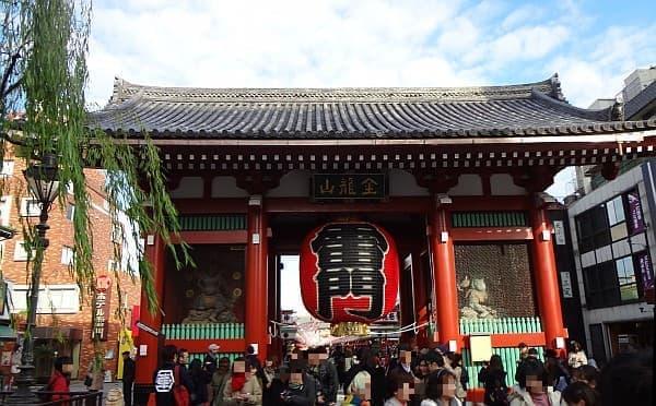 浅草の観光名所「雷門」  実際に目にすると、気分があがりますよ!