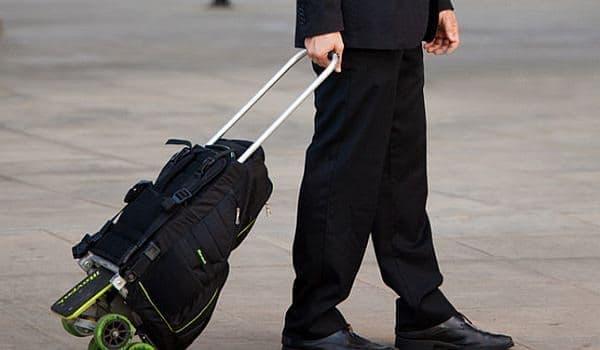 荷物が重い場合はキャリーバッグとしても利用できる