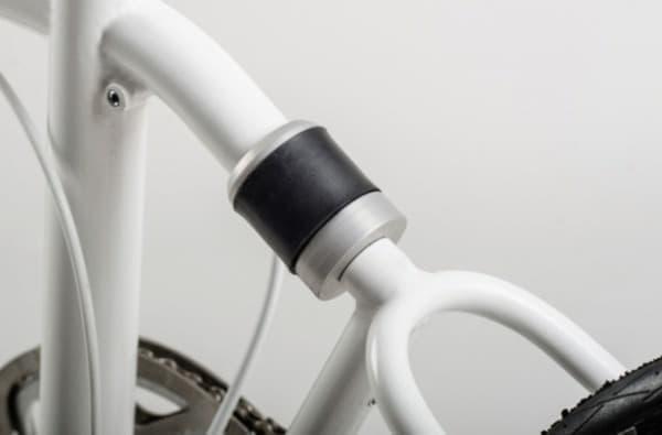 「VELLO Bike」の折り畳み機構  黒い部分がマグネット