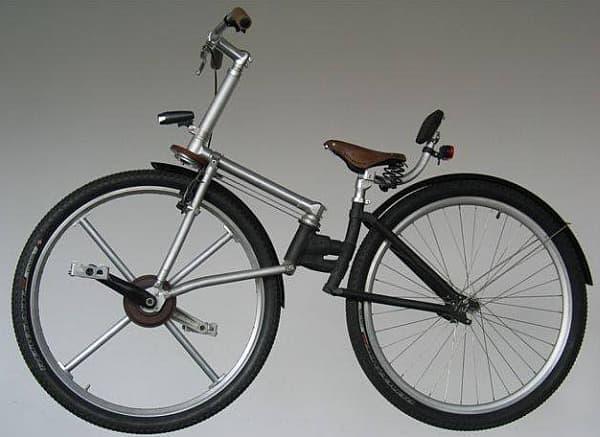 「IzzyBike」は、直接前輪を漕ぐことで、100%のエネルギー伝達効率を目指す自転車