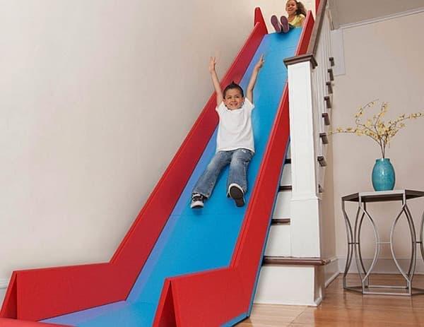 一般家屋の階段をすべり台に変える「SlideRider」