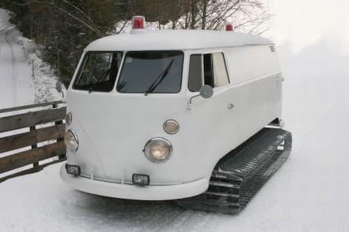 スノーモービル版のワーゲンバス  雪道をがんがん走れます