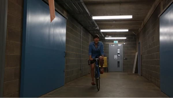 自転車に乗っても、見せなくてすみます